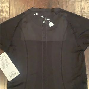 Hawaii exclusive black swiftly tech SS Crew size 8